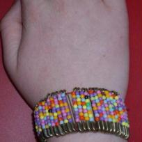 Bracelet de petites épingles à nourrice