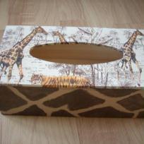 Boîte à mouchoirs africaine