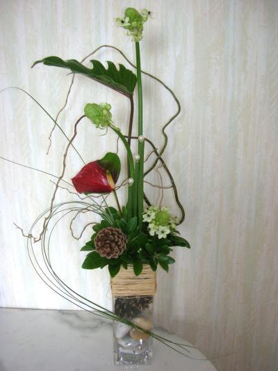 composition floral en hauteur avec anthurium ornithogalmus et feuille de xanadoo cr ation art. Black Bedroom Furniture Sets. Home Design Ideas