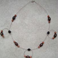 Collier en perles en marron