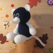 Musaraigne bleue et blanche en crochet