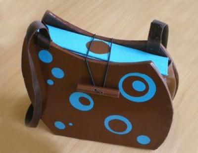sac bubble marron et bleu en carton cr ation meuble en carton de l 39 automate d traqu e n 32 110. Black Bedroom Furniture Sets. Home Design Ideas