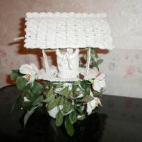 Puit fleuri porte dragees en crochet blanc
