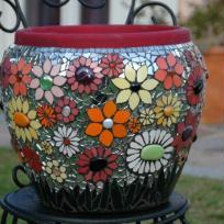 Pot en mosaïque fleuri