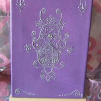 Tableau main de Fatma sur fond violet
