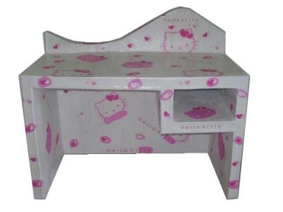 bureau petite fille en carton hello kitty gris rose cr ation meuble en carton de les cartons d. Black Bedroom Furniture Sets. Home Design Ideas