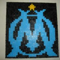 Allez l'OM, tableau en perles Hama noir, bleu et jaune
