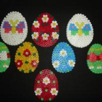 Oeufs en perles à repasser colorés