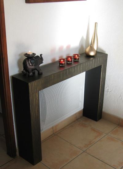 table d 39 appoint en carton au dessus du radiateur cr ation meuble en carton de. Black Bedroom Furniture Sets. Home Design Ideas
