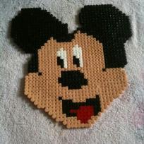 Mickey, la célèbre souris en perles à repasser Hama