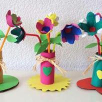 Fleurs faites en carton de boîte à oeufs