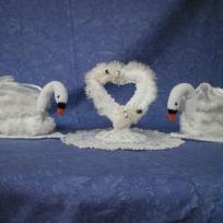 2 cygnes blancs plus coeur