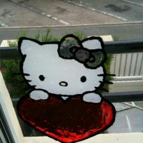 Hello kitty et son coeur rouge