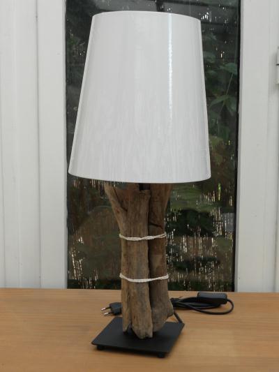 lampe droite en bois flott cr ation lampes et guirlandes lumineuses de creat n 36 085 vue. Black Bedroom Furniture Sets. Home Design Ideas