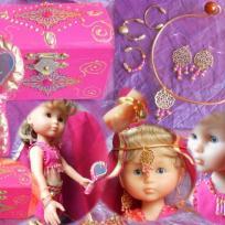 Coffre à bijoux, bijoux et miroir pour poupées