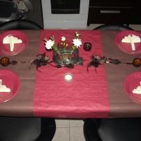 Table marron / bordeaux