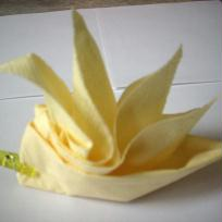 Fleur jaune - pliage serviette