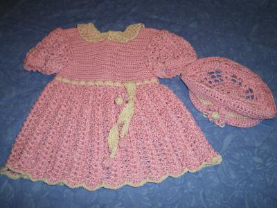 Petite robe rose et son petit chapeau