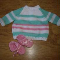 Pull pastel avec chaussons roses 1 mois