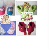 Bapteme - contenant à dragées - chaussons colorés