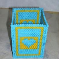 Pot à crayons bleu et jaune