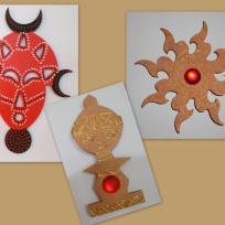 Statuette, soleil tribal et masque