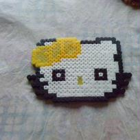 Hello Kitty au noeud jaune