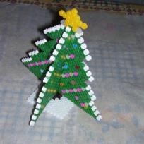 Sapin de Noël en 3D en perles à repasser hama