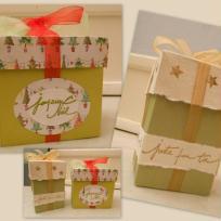 Deux Boîtes de Noël en papier cartonné