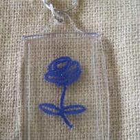 Miniature porte clé fleur bleue