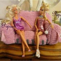 un canapé au crochet pour poupées