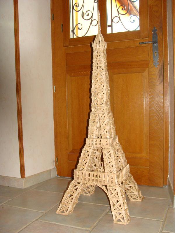 la tour eiffel en pince linge photo 1 cr ation cr ation en pinces linge de mac gyver n. Black Bedroom Furniture Sets. Home Design Ideas