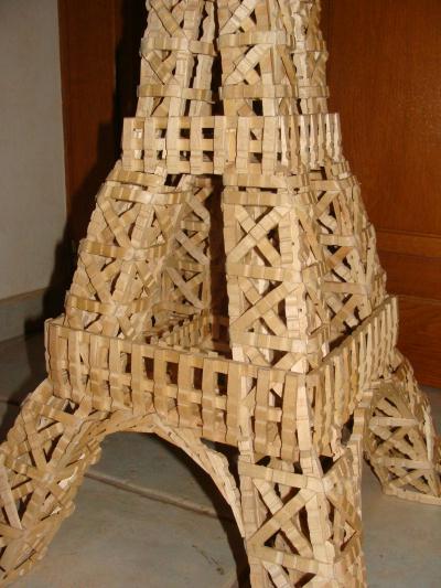 la tour eiffel en pinces linge photo 2 cr ation cr ation en pinces linge de mac gyver n. Black Bedroom Furniture Sets. Home Design Ideas