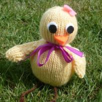 Poussin fille de paques en tricot.