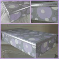 Boîte peinte : Les bulles mauves et blanches