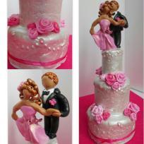 Gâteau de mariage pour les poupées