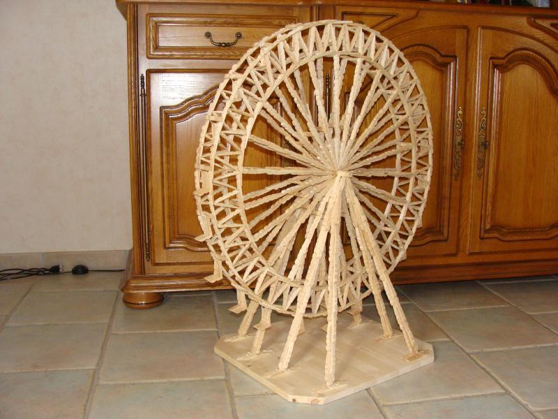 la grande roue en pinces linge et ses 22 sieges cr ation cr ation en pinces linge de mac. Black Bedroom Furniture Sets. Home Design Ideas
