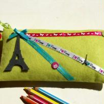 Trousse en feutrine verte I love Paris