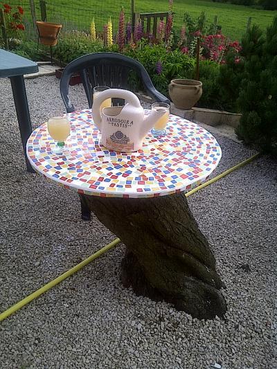 table en contreplaqu sur tronc d 39 arbre cr ation mosa que de mimi 69 n 42 129 vue 5 487 fois. Black Bedroom Furniture Sets. Home Design Ideas