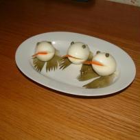 Les oeufs se déguisent en grenouille