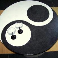 Table basse noire et blanche Ying Yang en carton