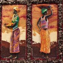 4 Africaines sur châssis et cadre en papier crépon