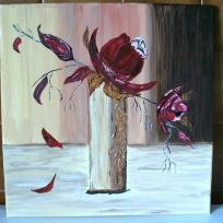 Roses épanouies dans son vase