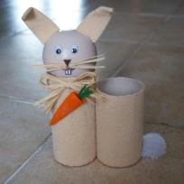 Pot à crayons baige en rouleaux de carton - Pimpin le lapin.