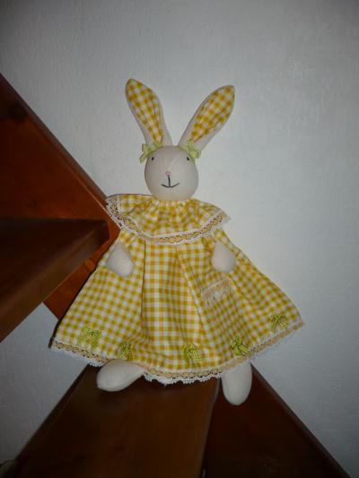 cr ation couture lapinou tout jaune en robe de p ques cr ation couture de pirouette n 44 999. Black Bedroom Furniture Sets. Home Design Ideas