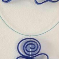 Création bijoux : parure en sangle de silicone harmonie de bleu