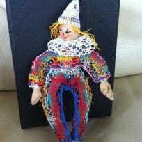Création Le Clown : figurine réalisée en dentelle aux fuseaux