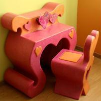 Création meuble en carton : Coiffeuse et chaise