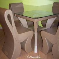 Ensemble table et chaises en carton