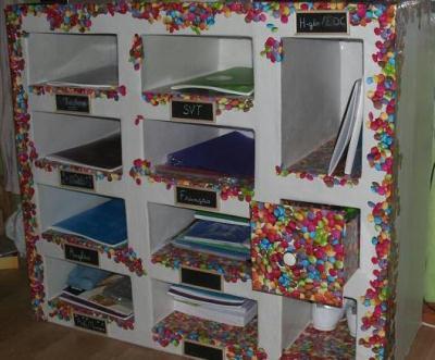 meuble de rangement multicolore en carton cr ation meuble en carton de mac gyver n 46 845 vue. Black Bedroom Furniture Sets. Home Design Ideas